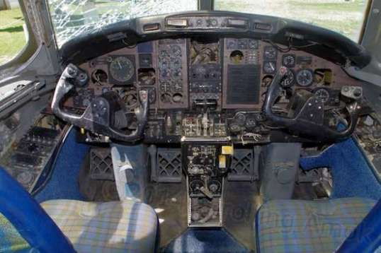 The T-39's cockpit has enough gizmos to keep you occupied, but no CD player or iPod cable port.