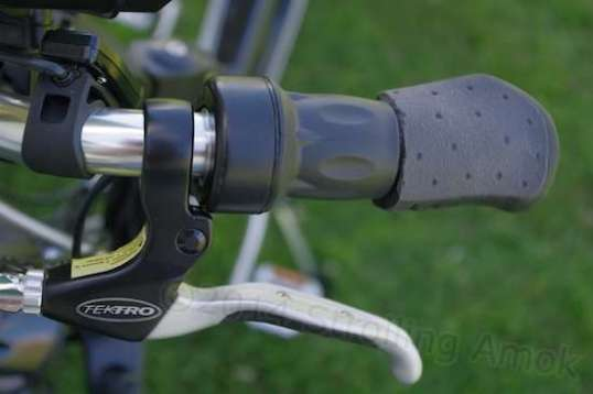 There must be a better way - the Nitto B302 bar grip length is too short for all the Aurora's controls. Notice that even with the shortened grip, the brake handle still had to be mounted on a bend.