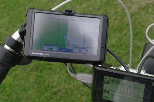 The Ram mount makes it possible to use the GPS on the Aurora, though the display is dim in daylight.