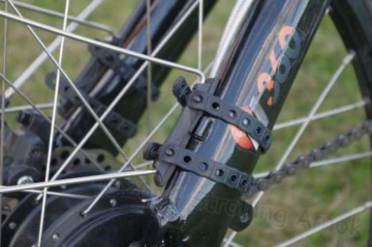 The rear fender mounts fit along the frame stays, working around cables and derailleur fittings.