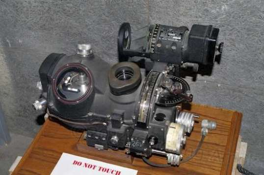 Part of the Norden bombsight system stayed installed in the aircraft, while the Special Sauce part carried all the secret ingredients and had to be safeguarded, literally.
