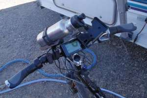 Ergon grips jammed onto the stock Aurora handlebar. A technical success.