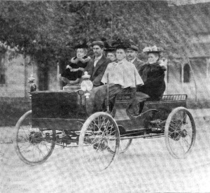 Publicity shot from Haynes & Apperson, circa 1896.
