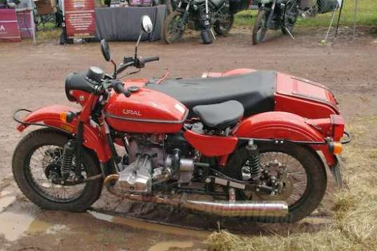 """Ural""? And using an old BMW motor? And look at the front suspension! Looks like it weighs a ton!"