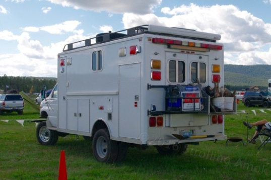 A re-purposed ambulance, complete with an F-250/350 solid front drive axle grafted in. Livin' large. Yep, that's a for sale sign on it. Nope, I didn't ask. And yup, it ain't cheap.
