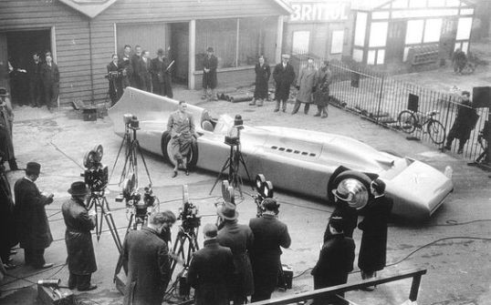 The debut of the last and fastest of the Blue Bird land speed cars. Look at the scale of that thing!