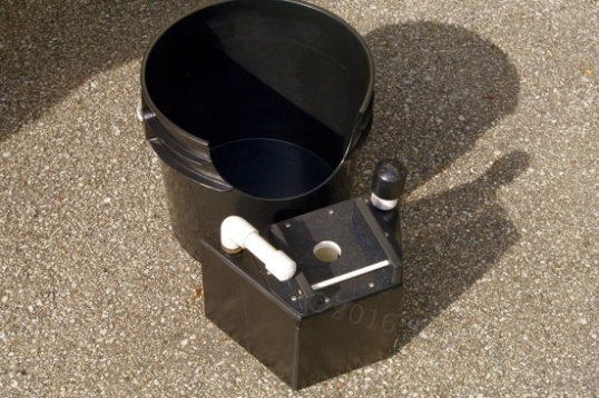 The guts of the lowered BoonJon are the modified bucket (shown without bag) and the specialized urine container.
